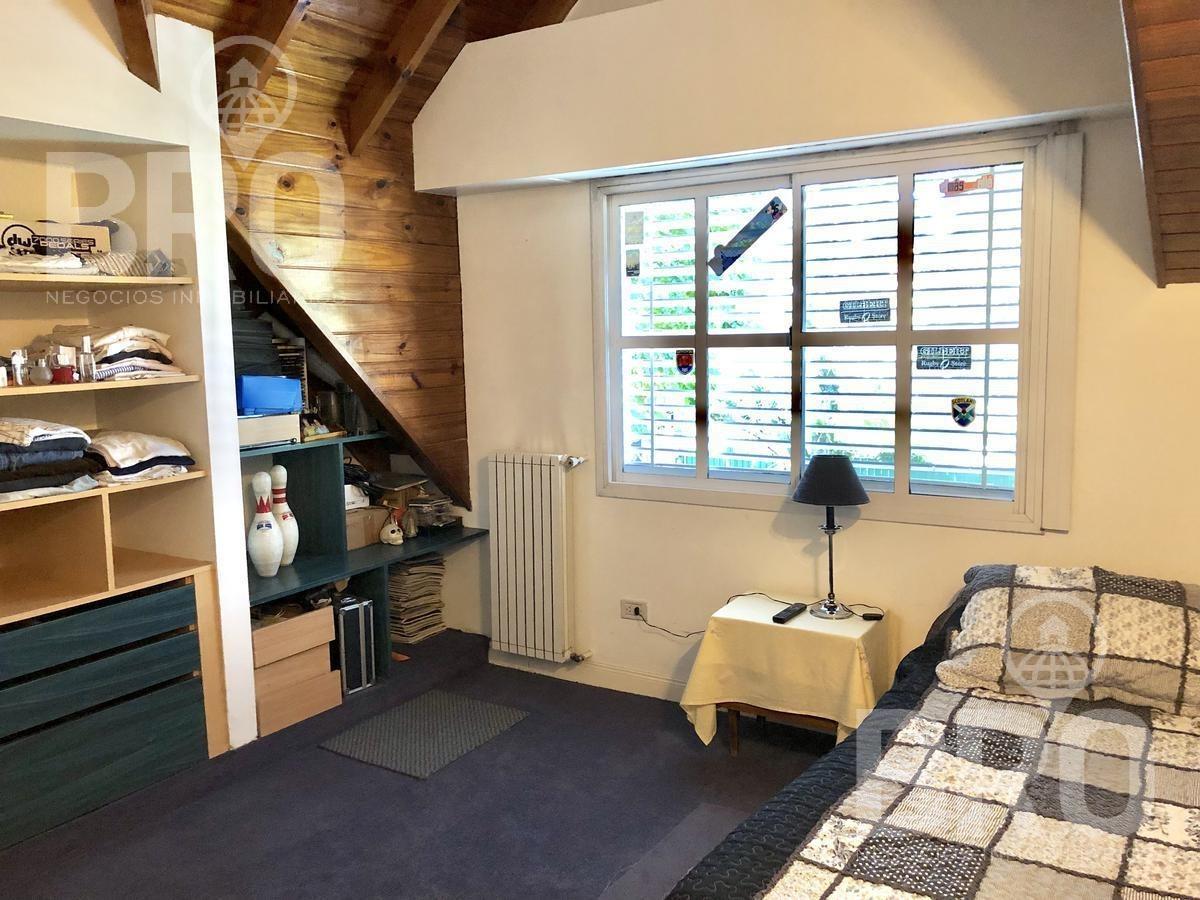 venta - casa - chalet - 5 ambientes -  dependencia - jardín