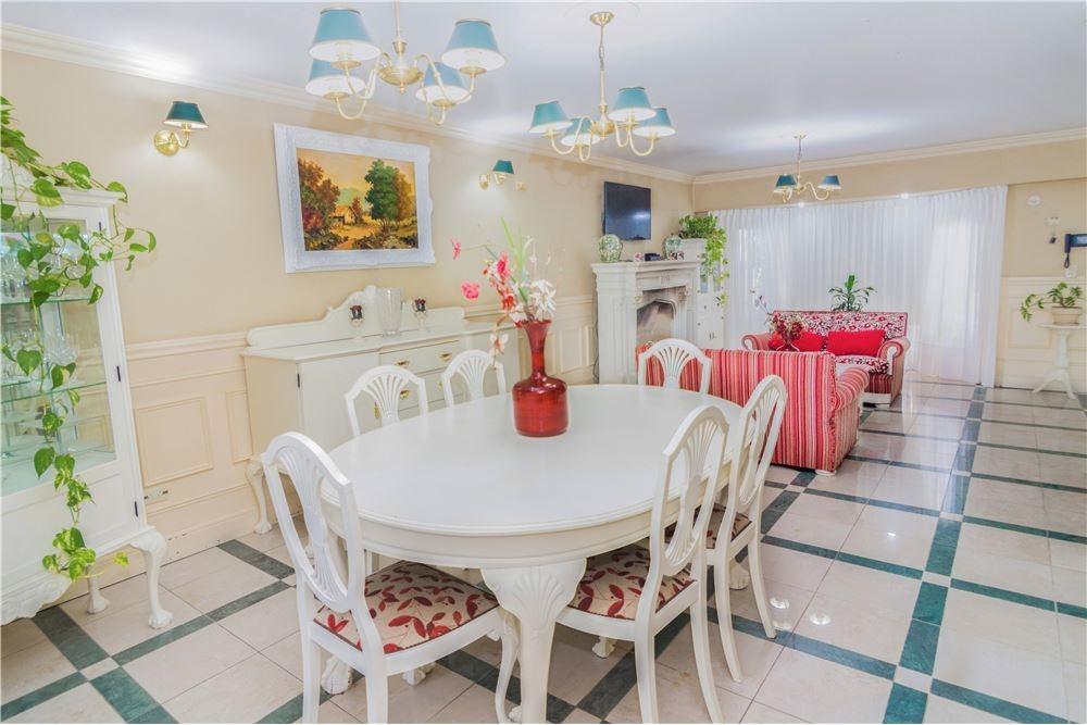 venta casa cinco ambientes con pileta en palomar