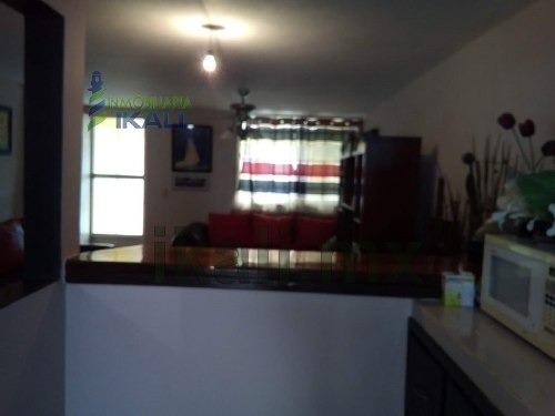 venta casa col. kawuatzin coatzintla veracruz. con una superficie construida de 110 m², cuenta con dos niveles en planta baja cuenta con, sala, comedor, cocina integral, estancia, recibidor, terraza,