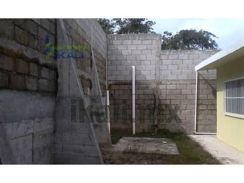 venta casa colonia las granjas tuxpan veracruz 2 recamaras, se encuentra ubicada en avenida independencia  de la colonia las granjas, cuenta con 300 m² de terreno, sala, comedor, cocina, 2 recamaras,