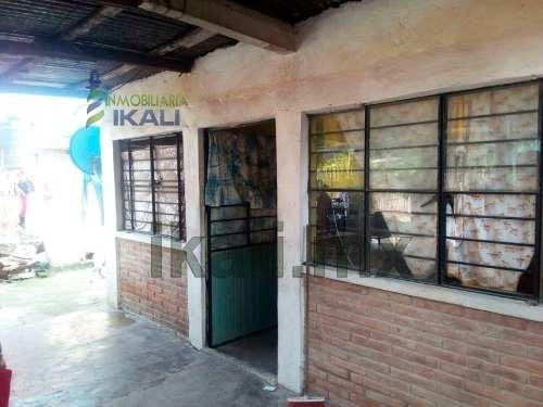 venta casa colonia vicente guerrero tuxpan veracruz 2 recamaras, se encuentra ubicada en la colonia vicente guerrero, cuenta con sala, comedor, cocina, 2 recamaras, 2 baños, ademas de contar con todo