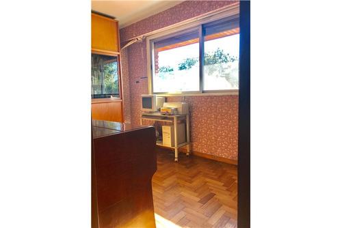 venta casa con 4 habitaciones y pileta.