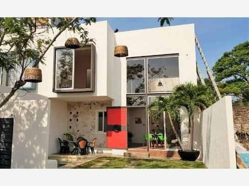 venta casa con alberca propia en bonita privada