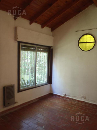 venta | casa con amplio jardin, quincho y pileta | calle la plata al 400 barrio la bota