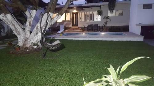 venta casa con amplio jardín y alberca al sur de cuernavaca