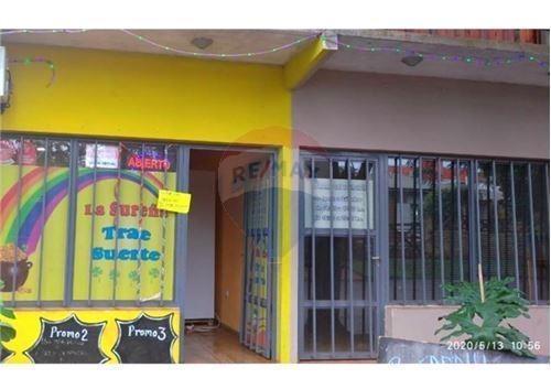 venta casa con departametos y locales iguazu