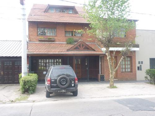 venta casa con depto jardín y gran garage en martinez