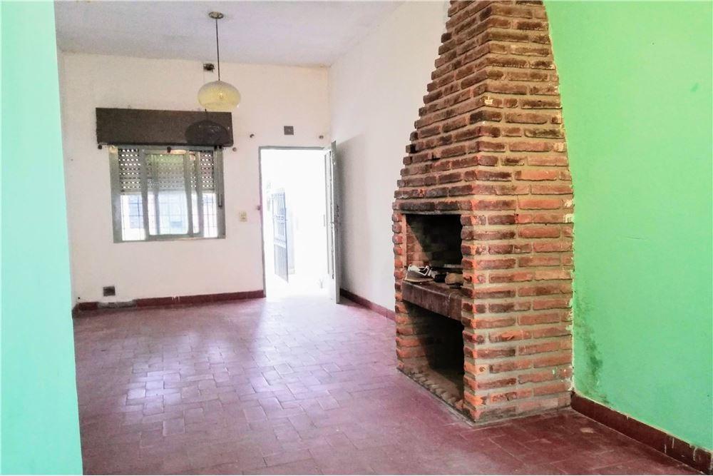 venta casa con local en cruce castelar