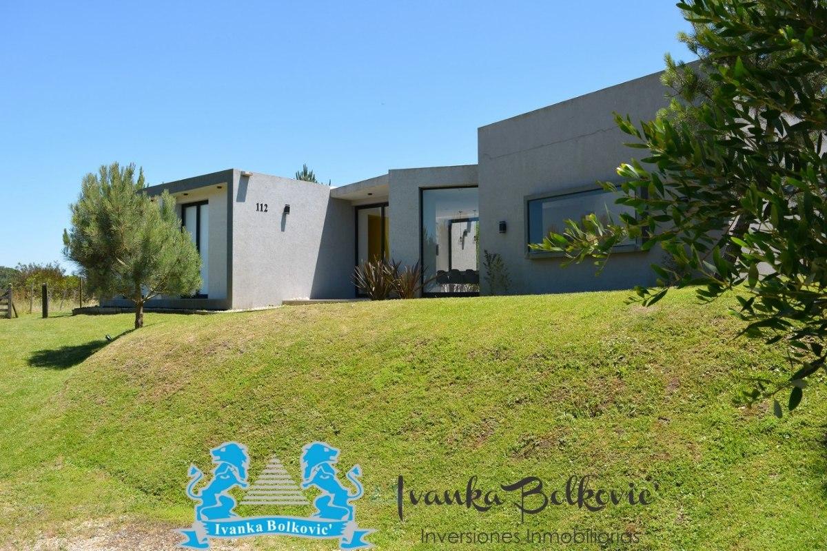 venta casa costa esmeralda barrio cerrado  piscina 0130