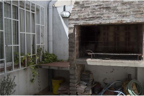 venta casa cuatro dormitorios, cochera y patio