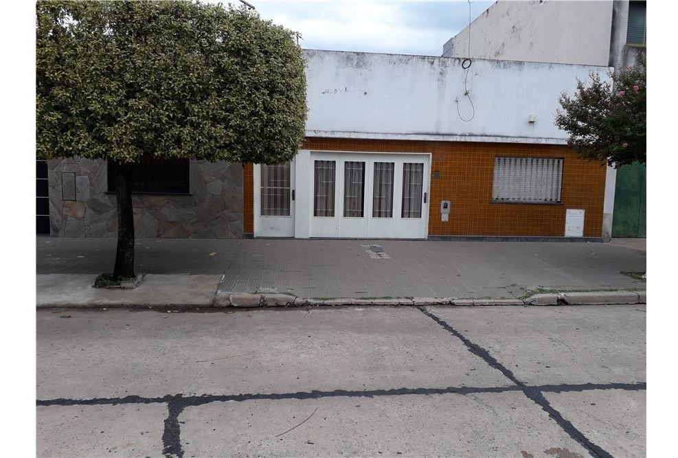 venta - casa de 2 dormitorios, barrio cura