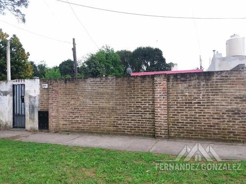 venta casa de 3 amb. 8,66 x 37 mts. apto credito