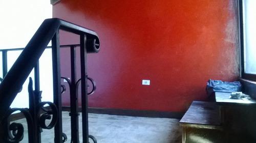 venta casa de 3 amb. con cochera y playroom en lugano
