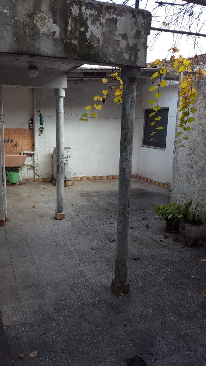 venta casa de 3 amb con garage, patio y terraza en tablada