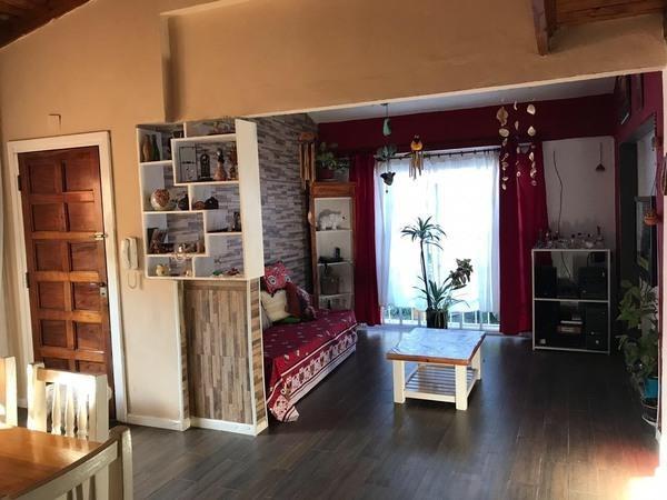 venta casa de 3 ambientes + depto en el fondo en temperley