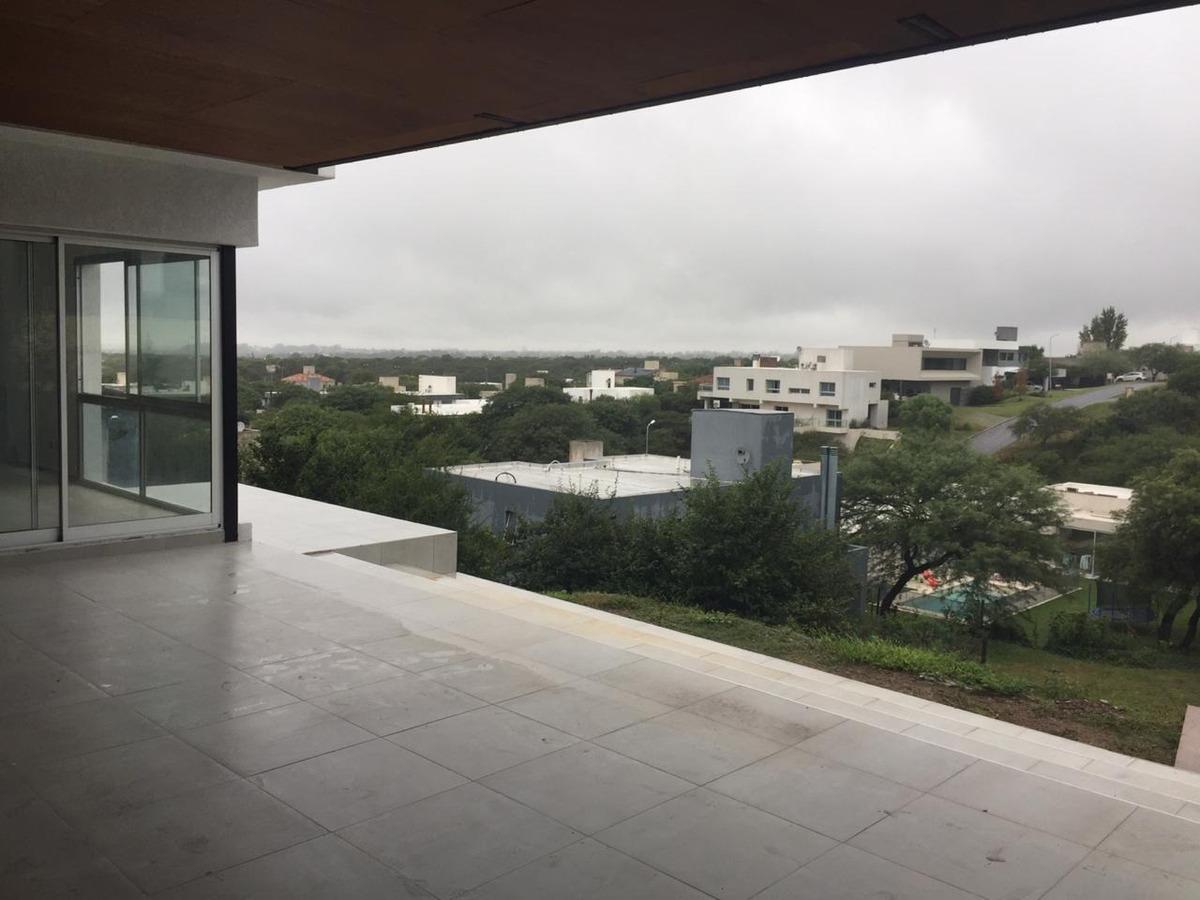 venta casa de 3 dorm   dependencia de servicio en country la rufina