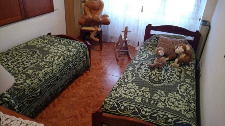venta casa de 3 dormitorios 22 e/48 y 49venta de casa en calle 22 entre 48 y 49 sobre un lote de 10 x 15. 148mt2. dos plantas.