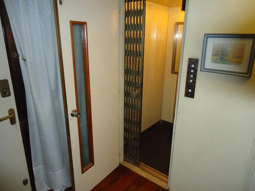 venta casa de 4 ambientes, cochera, fondo con pileta, flores
