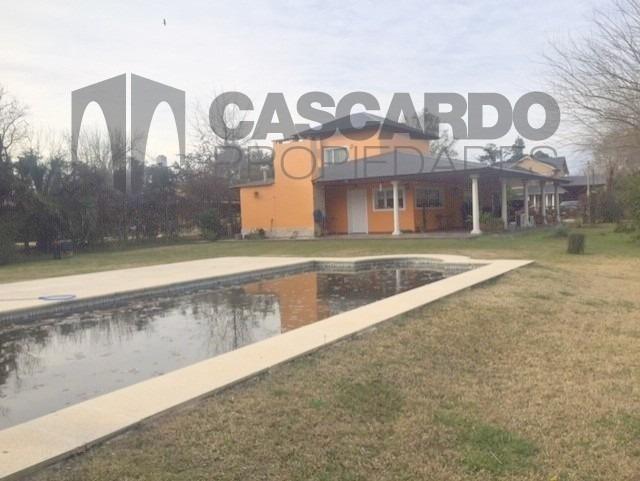 venta casa de 4 ambientes con piscina sobre lote de 2030m2.