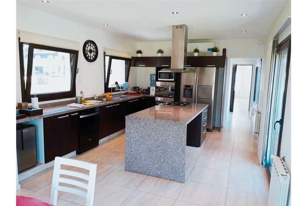 venta casa de 4 ambientes con vista al golf