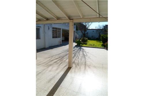 venta casa de  6 ambientes con cochera y jardìn