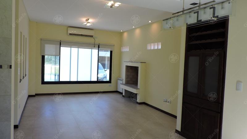 venta casa de cinco ambientes! lote central!!