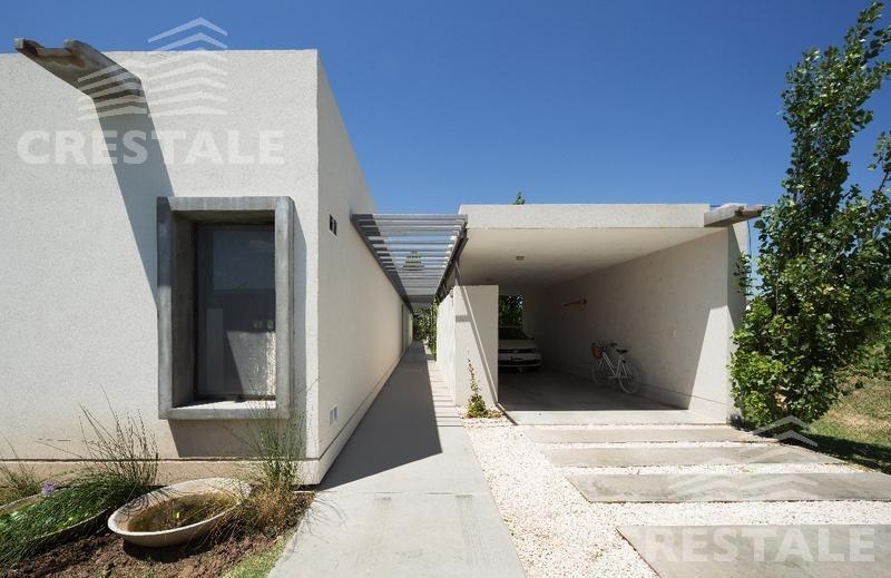 venta casa de diseño, 4 dormitorios - portal de aldea, rosario.