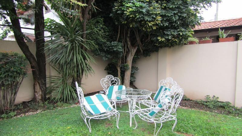 venta casa de estilo colonial con patio y parrilla