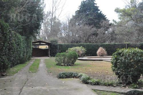 venta | casa de hermoso diseño gran jardin y pileta | la bota