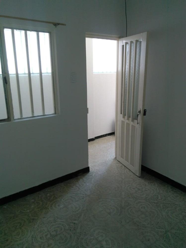 venta casa de tres pisos con un apto y dos aparta-estudios