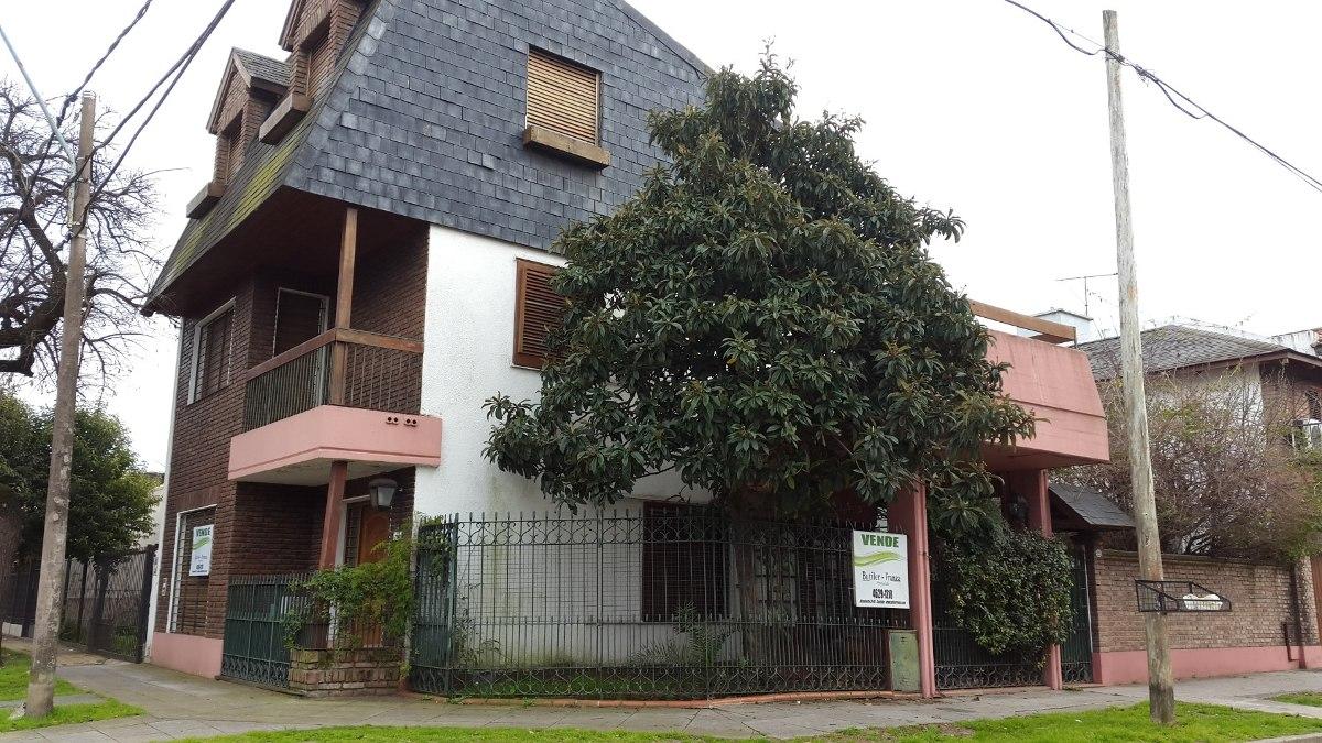 venta casa de tres plantas -castelar sur