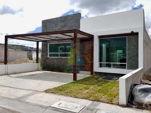 venta casa de una planta fraccionamiento privado corregidora