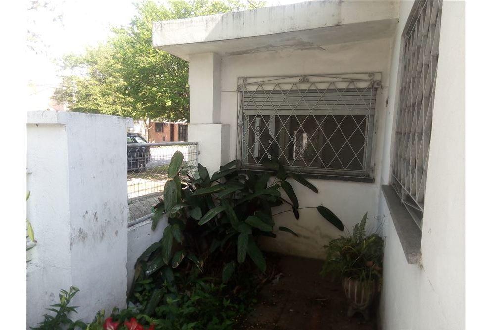 venta casa dos dormitorios con cochera y patio