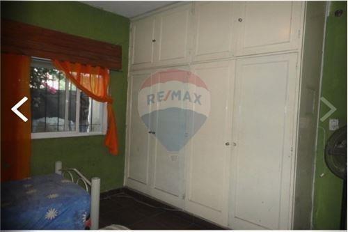 venta casa dos habitaciones fondo libre parrilla