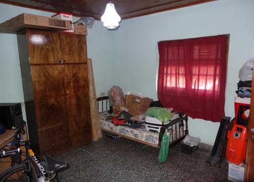 venta. casa dos habitaciones. patio. garage. zona hospital.