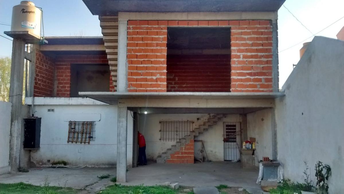 venta casa en 2 plantas.