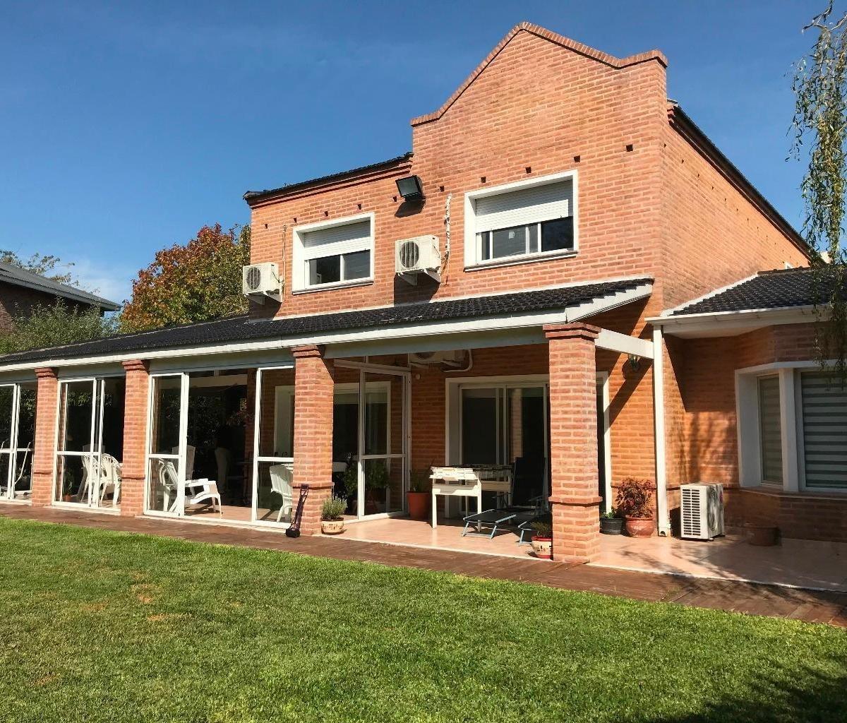 venta casa en - abril club de campo -