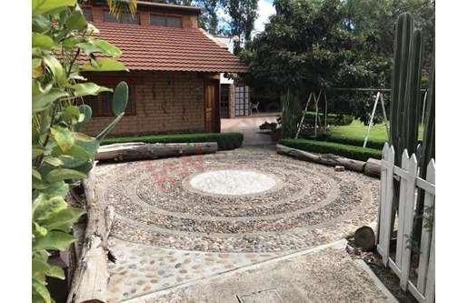 venta casa en bosques de la florida dentro de privada con amplio jardín