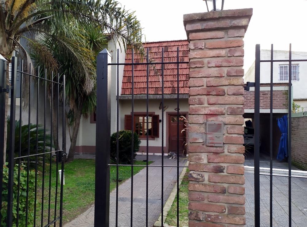 venta -- casa en city bell , 3 dormitorios