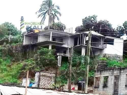venta casa en construccion 5 recamaras colonia azteca tuxpan veracruz. ubicada en calle las lomas sn, en la colonia azteca en el municipio de tuxpan veracruz, cuenta con 2 plantas,con una superficie