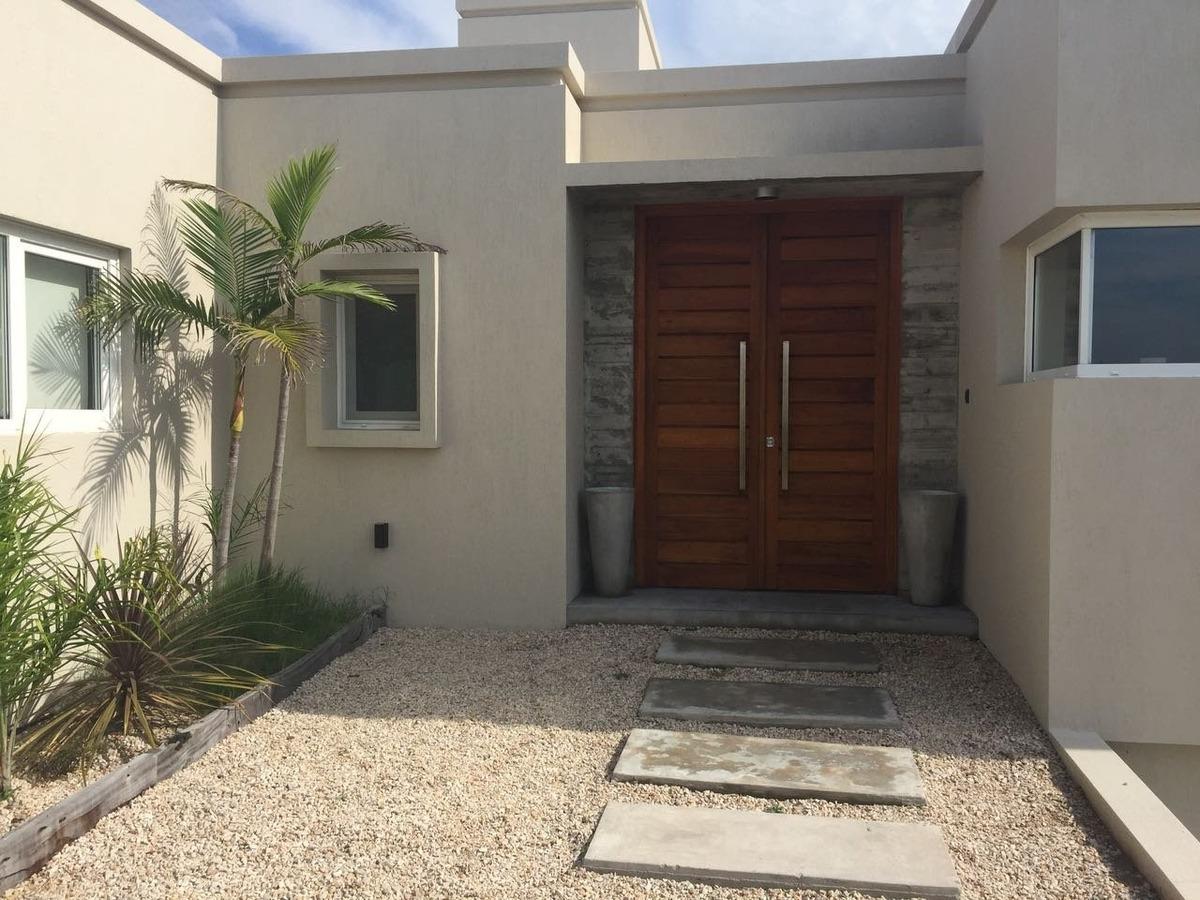 venta casa en costa esmeralda residencail l con pileta y yacuzzi