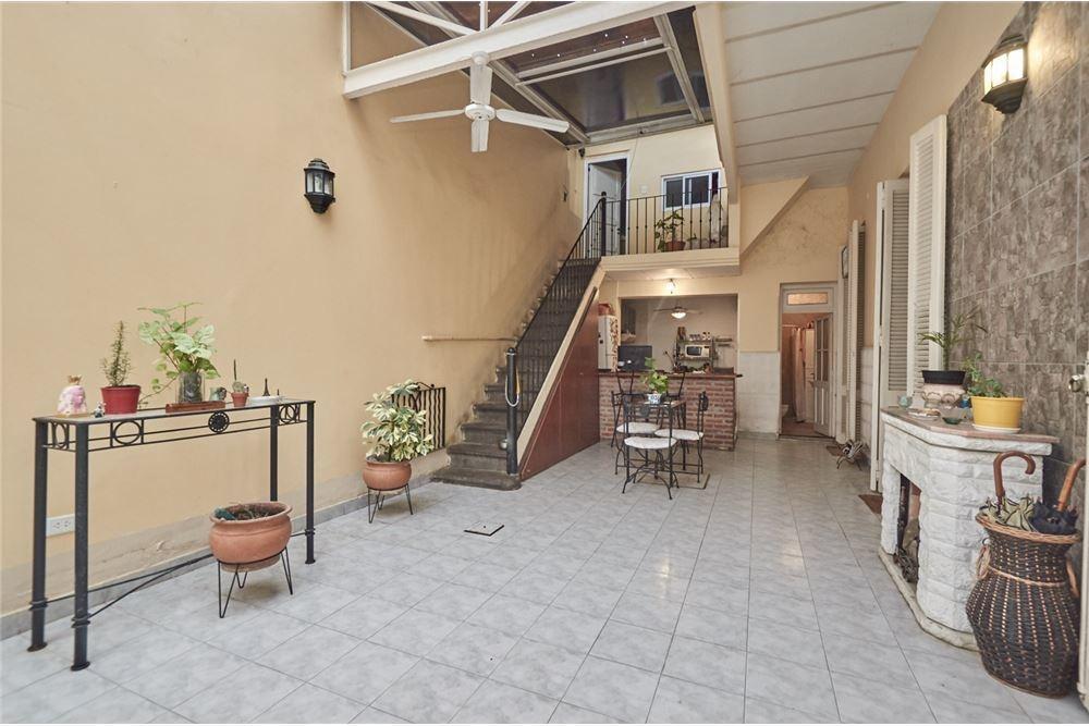 venta casa en devoto con terraza y parrilla!