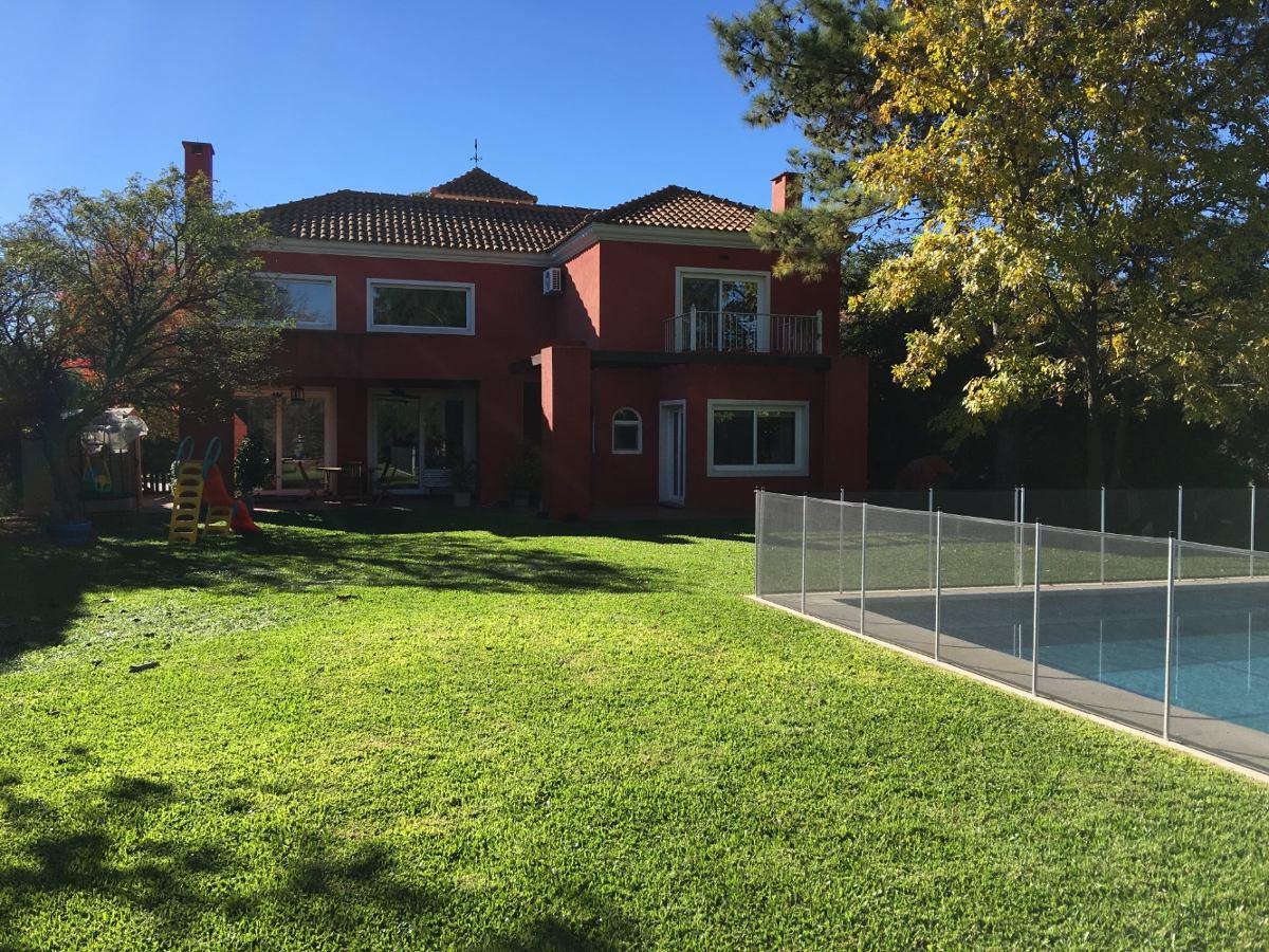 venta casa en dos plantas barrio privado fincas de maschwitz