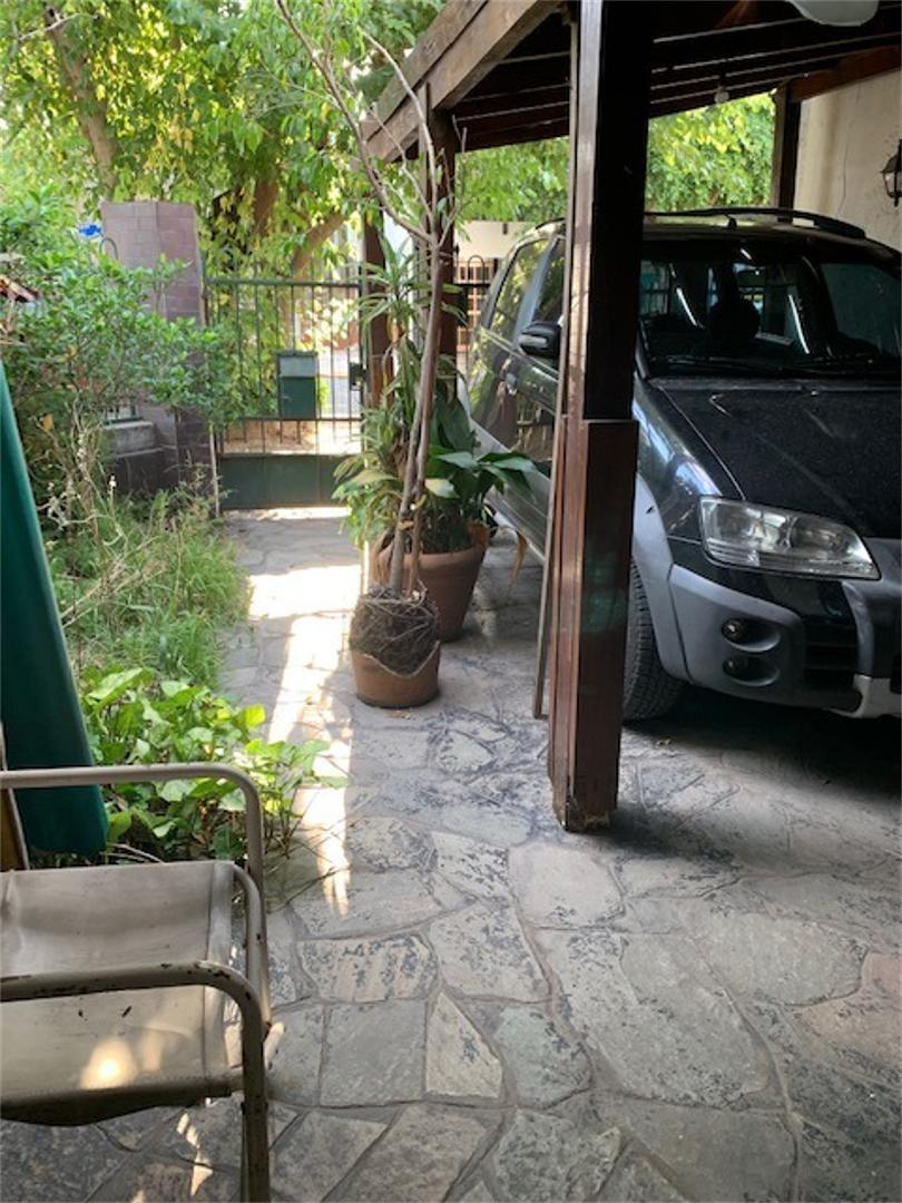 venta casa en esquina con garaje en liniers