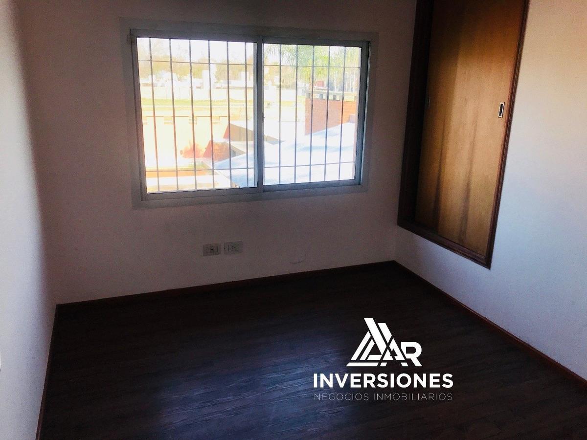 venta casa en fisherton - 3 dormitorios - amplio patio con pileta