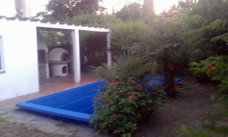 venta -- casa en gonnet, con parque y pileta 180000u$s