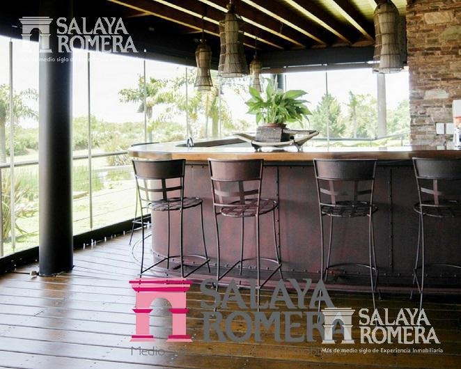 venta - casa en isla santa monica - mas de 7 ambientes 4 suites - amenities propios