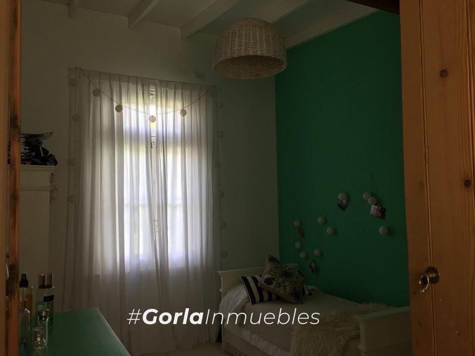 venta casa en lote de 303 mts. 2 dorm. - pileta - lobos