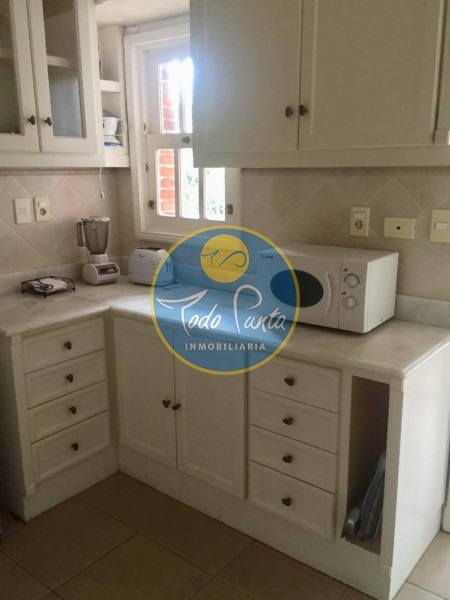 venta casa en mansa, 4 dormitorios  precio rebajado a media cuadra del mar!!!!!!!- ref: 4363