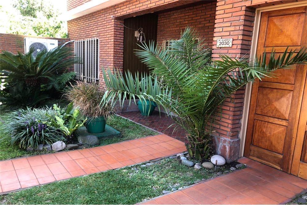 venta casa en palomar 5 ambientes con parque